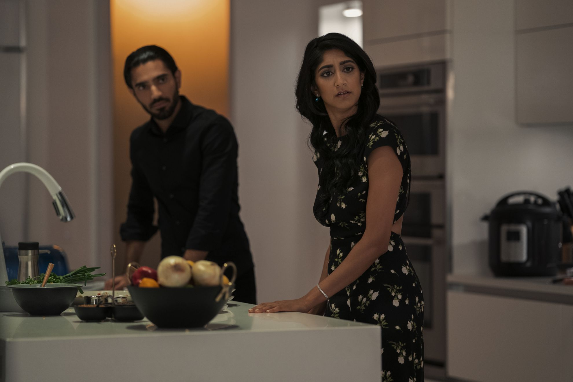 Evil Eye: Sunita Mani, Omar Maskati in una scena del film