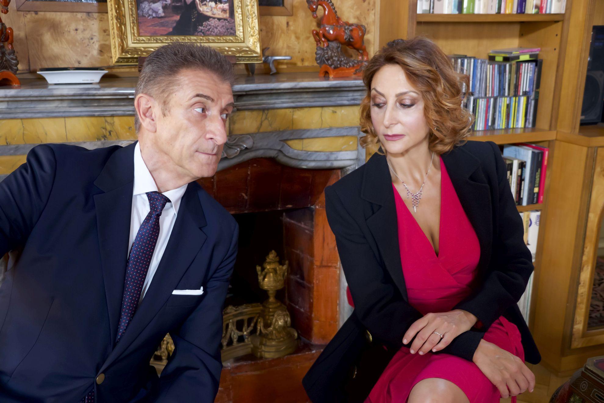 Lockdown all'italiana: una scena con Ezio Greggio e Paola Minaccioni