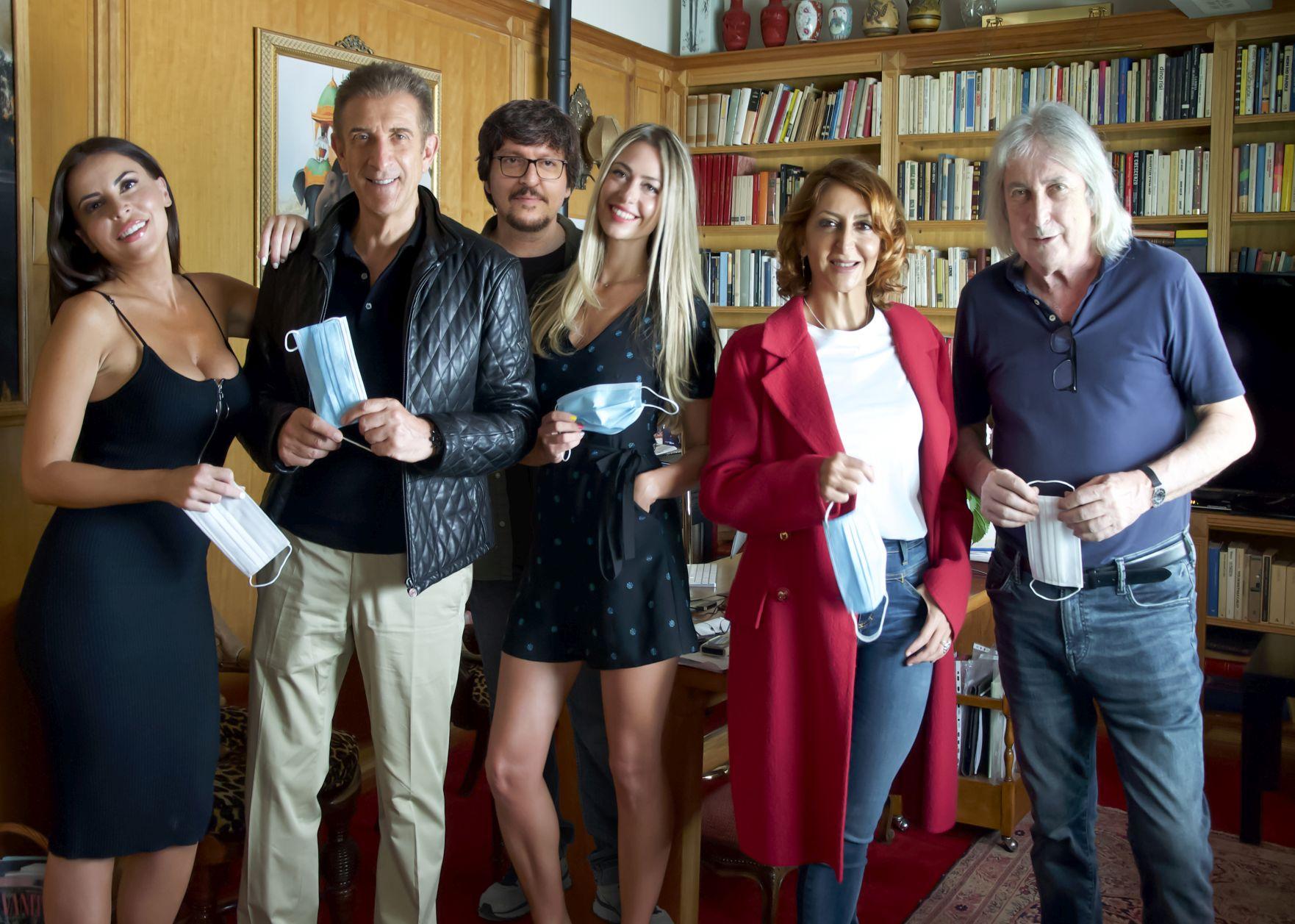 Lockdown all'italiana: il cast in una foto sul set