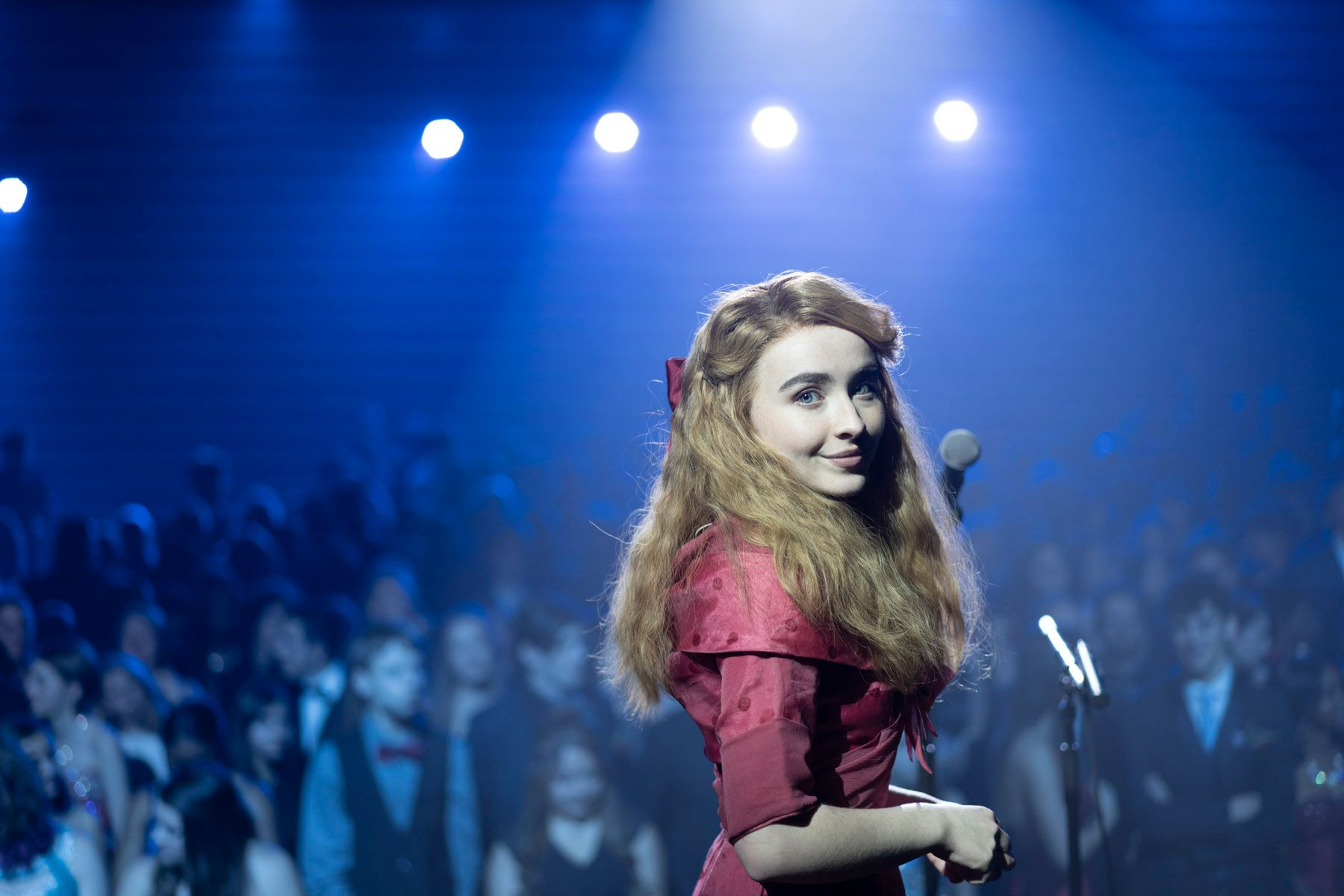 Nuvole: Sabrina Carpenter in una scena del film
