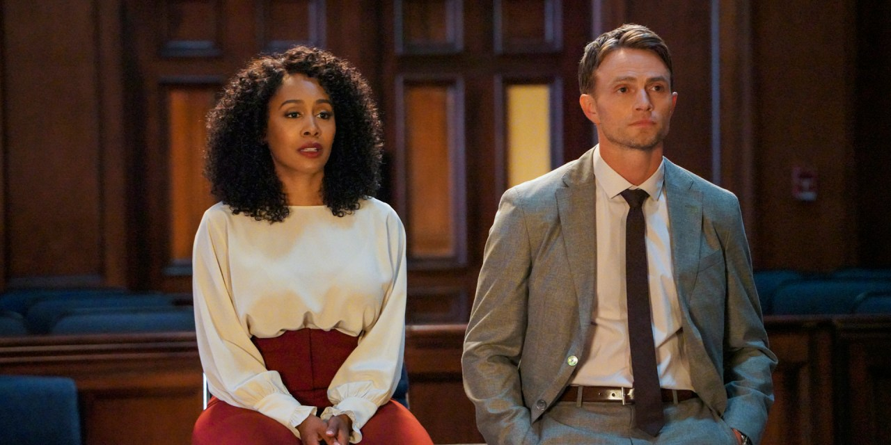 All Rise: Simone Missick e Wilson Bethel in un'immagine della serie