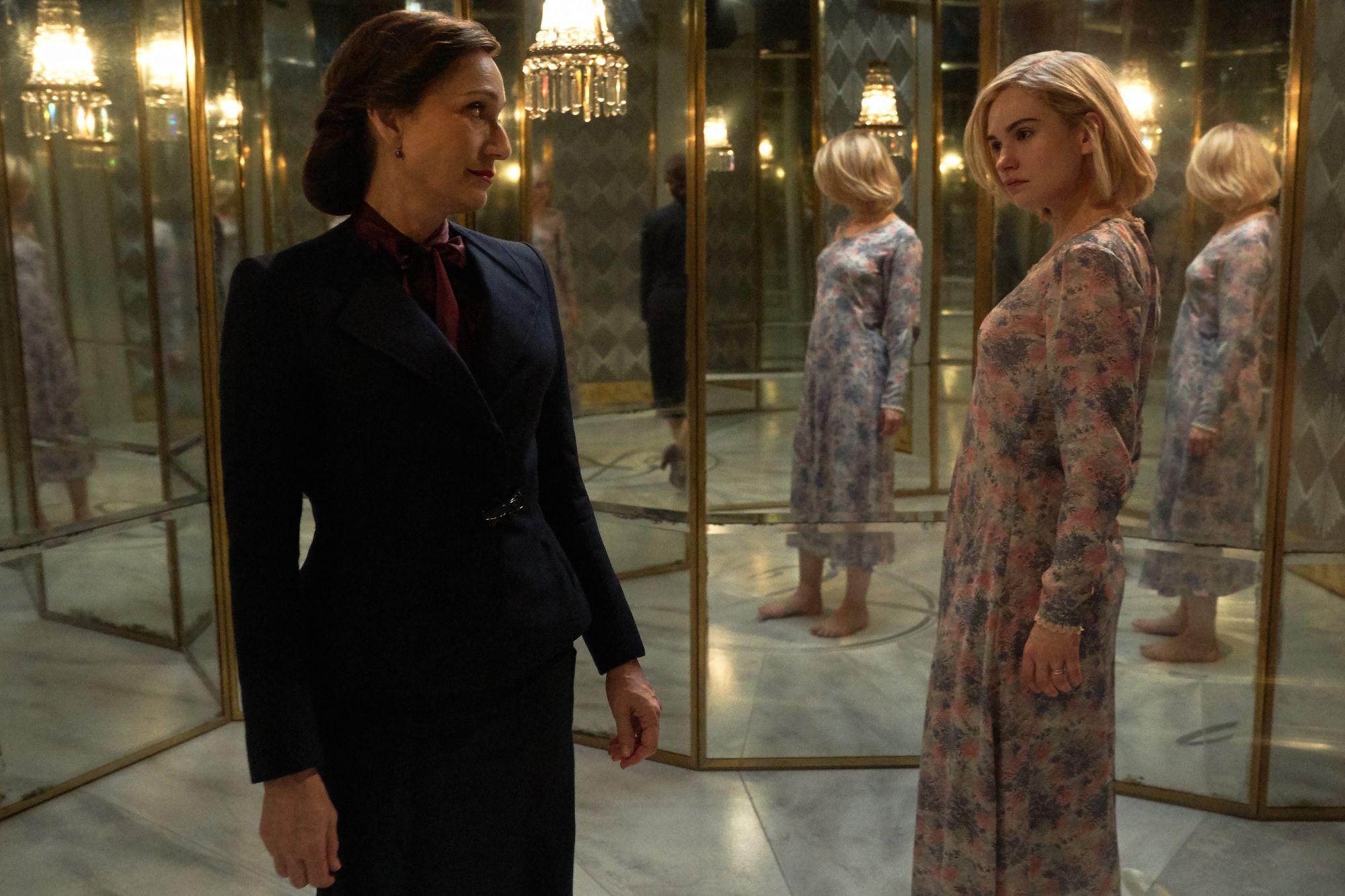 Rebecca: Kristin Scott Thomas, Lily James in una scena del film