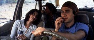Gael Garcia Bernal e Maribel Verdú in una scena di Y tu mamá también