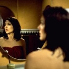 Laura Harring in una scena di Mulholland Drive, di David Lynch