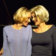 Naomi Watts e Laura Harring in una scena di Mulholland Drive, di Lynch