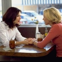 Naomi Watts e Laura Harring in una scena di Mulholland Drive, di David Lynch