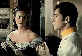 Alida Valli e Farley Granger in una scena di Senso