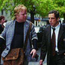 Ben Stiller e Philip Seymour Hoffman in una scena del film ... e alla fine arriva Polly