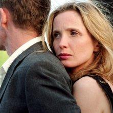 Ethn Hawke con Julie Delpy in una scena del film Prima del tramonto