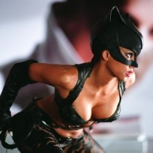 La sexy Halle Berry in una scena del film Catwoman