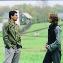 Il regista M. Night Shyamalan e l'attore Adrien Brody sul set di The Village