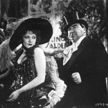 Marlene Dietrich e Kurt Gerron in una foto promozionale per L'angelo azzurro