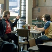 Philip Seymour Hoffman e Patrick Fugit in una scena del film Quasi famosi