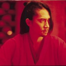 Tony Leung Chiu Wai in una scena del film Hero