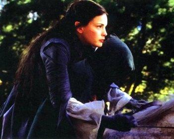 Arwen galoppa contro il tempo e i cavalieri neri per salvare la vita di Frodo
