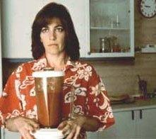 Carmen Maura alle prese con un letale gazpacho in una scena di donne sull'orlo di una crisi di nervi