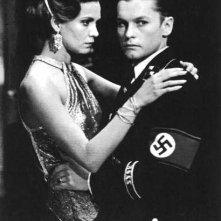 Helmut Berger e Florinda Bolkan in una scena de La caduta degli dei