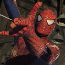 L'uomo ragno in azione nel blockbuster Spider-Man 2