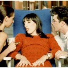 Maria Barranco, Rossy De Palma ed Antonio Banderas in una scena di Donne sull'orlo di una crisi di nervi