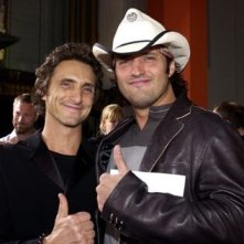 Il produttore Lawrence Bender con Robert Rodriguez alla prima di Kill Bill Vol. 1 a Los Angeles