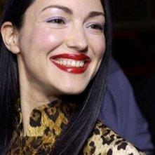 Una Julie Dreyfus sorridente alla prima di Kill Bill Vol. 1 a Los Angeles