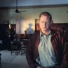 Stellan Skarsgård  in una scena di Exorcist The Beginning