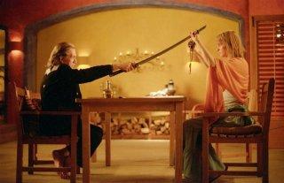 David Carradine e Uma Thurman in una scena del film Kill Bill: Volume 2