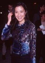 una sorridente Michelle Yeoh