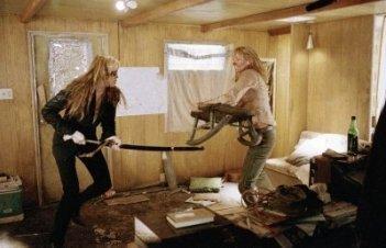 Uma THurman e Daryl Hannah in una scena del film Kill Bill: Volume 2
