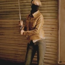 Uma Thurman in azione in una sequenza del film Kill Bill: Volume 2