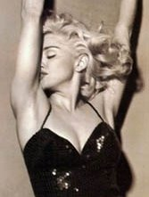 Madonna in piena 'Blonde Ambition'.