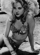 Sue Lyon in una scena di Lolita