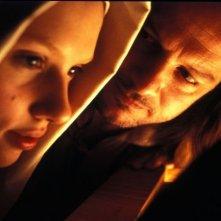 La Johansson e Firth in una sequenza de La ragazza con l'orecchino di perla