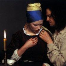 La Johansson e Firth in una scena de La ragazza con l'orecchino di perla