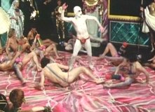 Lindsay Kemp danza in una scena di Sebastiane