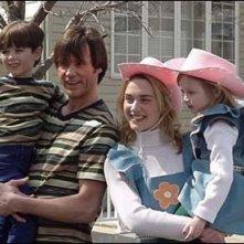 Una simpatica immagine di Carrey e Winslet nei ruoli di Joel e Clementine