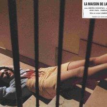 Fabiola Toledo in una lobbycard francese per La casa con la scala nel buio