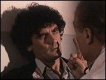 Il dottore chiede a Massimo Troisi se è un 'emicrante' in una scena di Ricomincio da tre