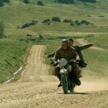 Gael Garcia Bernal e Rodrigo de la Serna in una sequenza de I diari della motocicletta