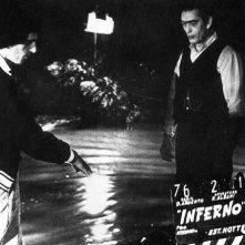 Dario Argento dirige l'attore Sacha Pitoeff sul set di Inferno