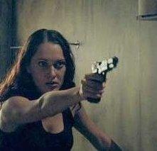 Felicity Mason in una scena di Undead