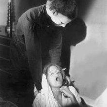 Nick Castle (nei panny di Michael Myers) e P.J. Soles in una foto promozionale per Halloween