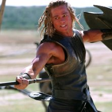 Brad Pitt in una scena del film Troy