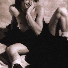 un giovanissimo Ewan McGregor in posa sexy