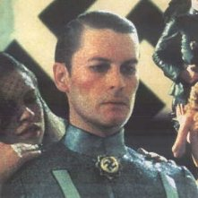 Helmut Berger in una scena di Salon Kitty