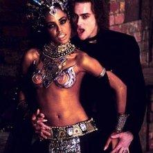 Aaliyah e Stuart Townsend sono due splendidi vampiri in una scena de La regina dei dannati