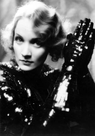 Marlene Dietrich in una foto promozionale per 'Shanghai Express'