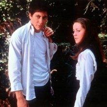 Jake Gyllenhaal con Jena Malone in una scena di Donnie Darko