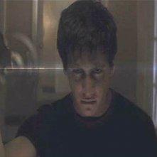 Jake Gyllenhaal in una scena inquietante di Donnie Darko