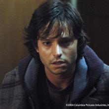 Jason Behr in una scena di The Grudge